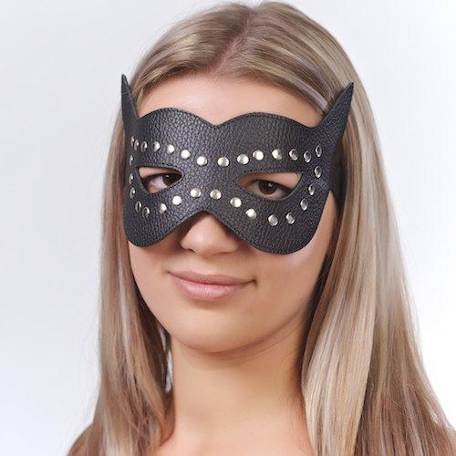 Маска на глаза с разрезами и заклепками 3087-1