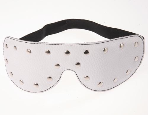 Маска на глаза кожаная с заклепками белая 3082-3