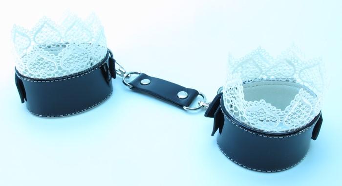 Изысканные наручники с кружевом BDSM Light 810006ars