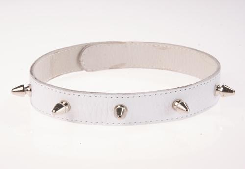 Ошейник кожаный белый шириной 20мм с шипами длиной 12мм на кнопках