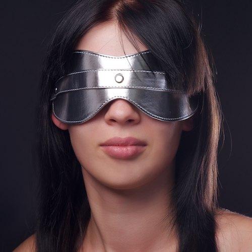 Маска на глаза литая серебристая