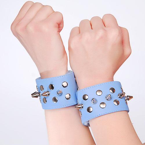 Напульсники голубые с шипами и заклепками